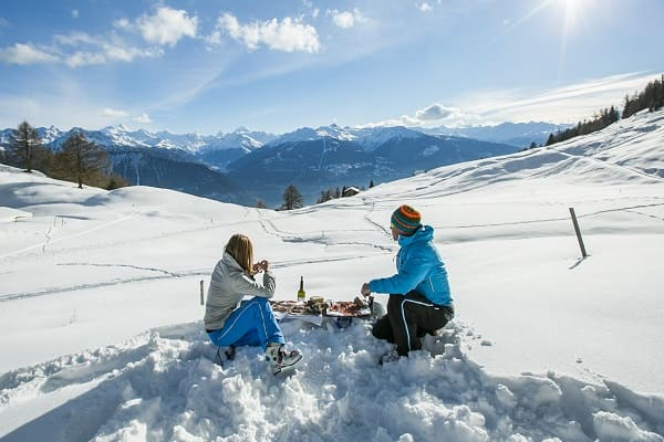 Sharing a drink after a ski descent in the Swiss Alps