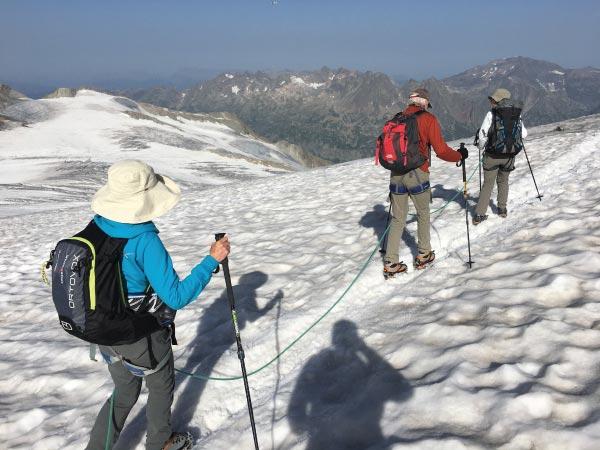 walking, hiking and trekking in the alps SwisSkiSafari