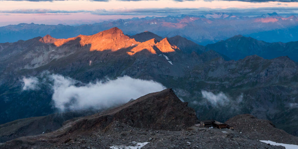 Hiking-the-Alps-how-to-pack-for-a-refuge-Swisskisafari