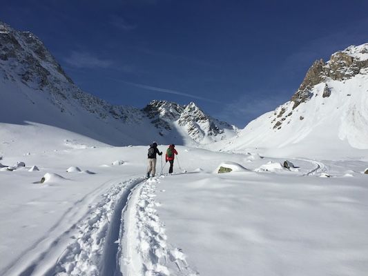 Backcountry-ski-touring-the-haute-route-Swisskisafari