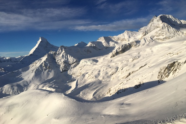 Its-time-to-plan-your-luxury-tailor-made-ski-trip-Swisskisafari