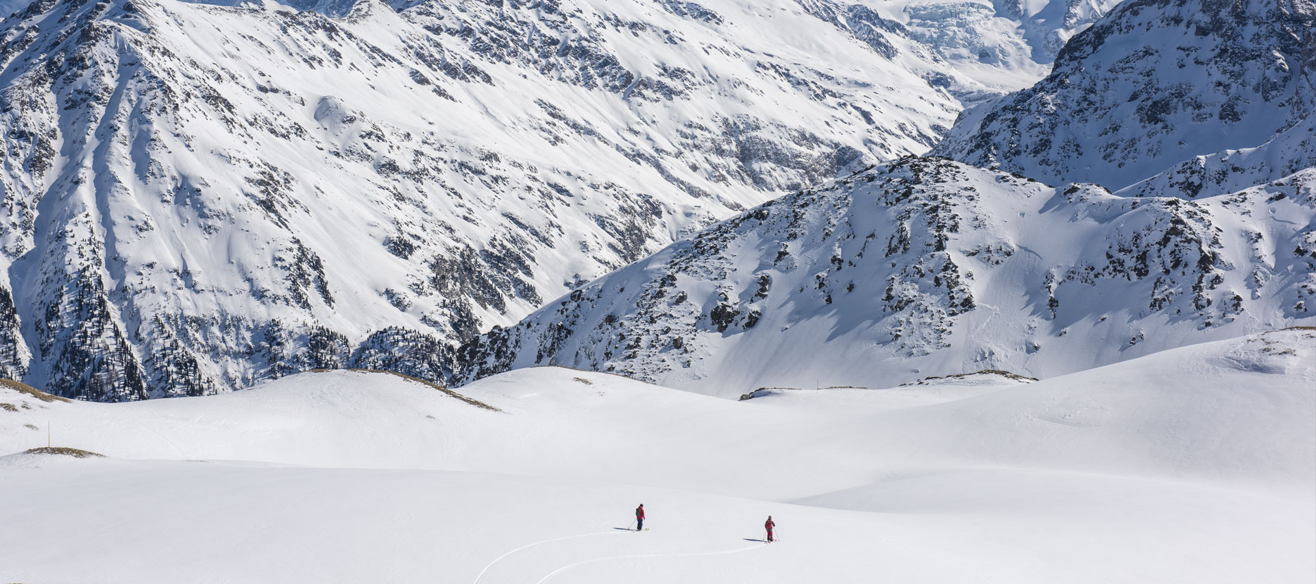 heli-snowboard-safari-winter