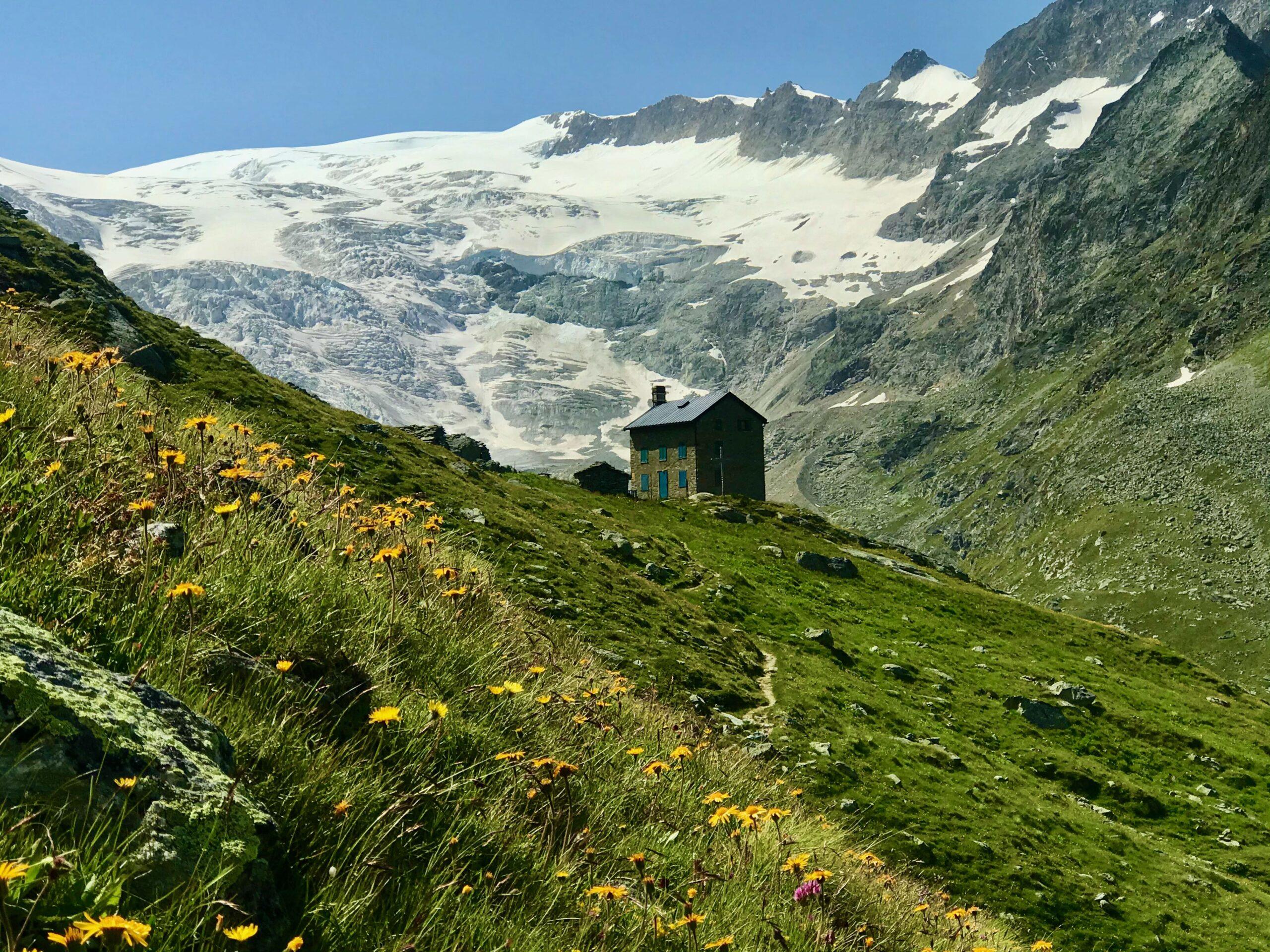Alpine-hiking-in-Europe